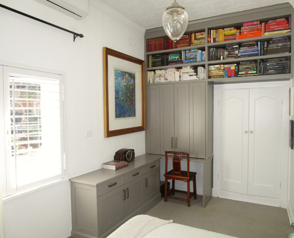 Bedroom study nook by Woodhouse Kitchens