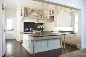 A kitchen by Woodhouse Kitchens